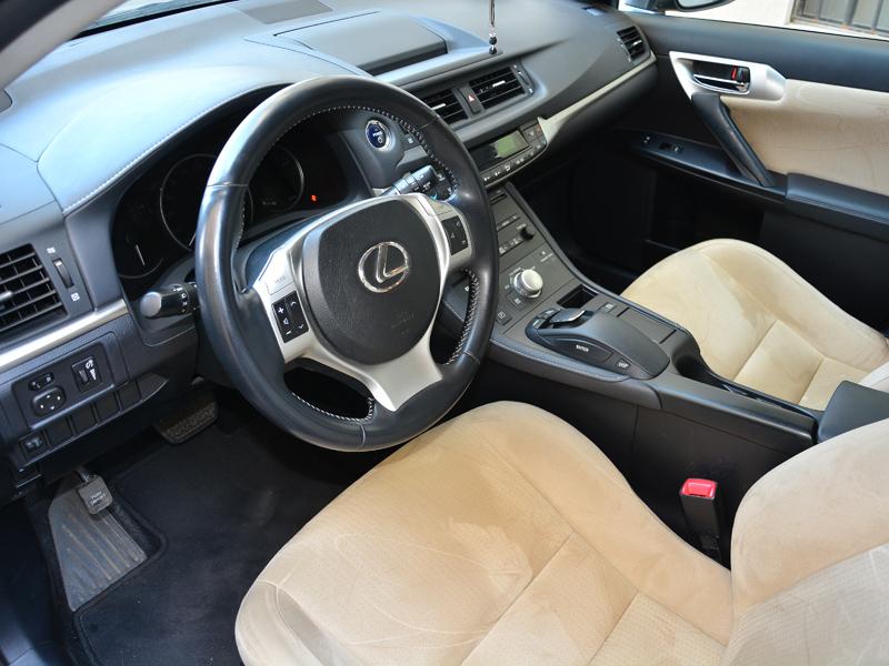 Lexus CT 200h belső