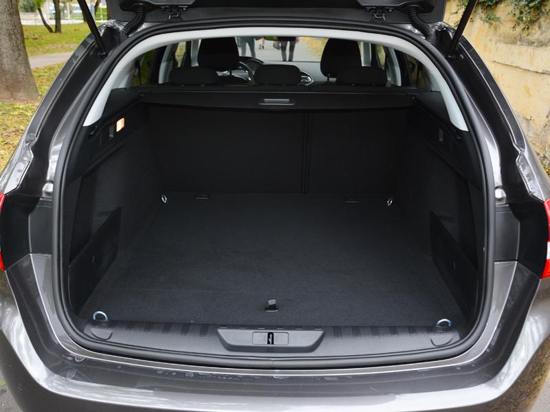 Peugeot 308 csomagtér