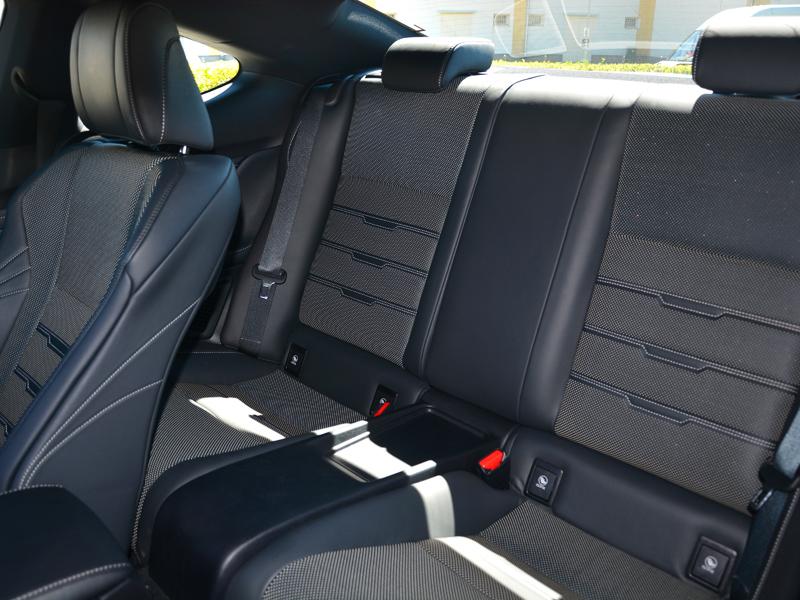 Lexus RC300h ülések