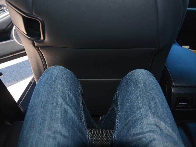 Lexus RC300h lábtér