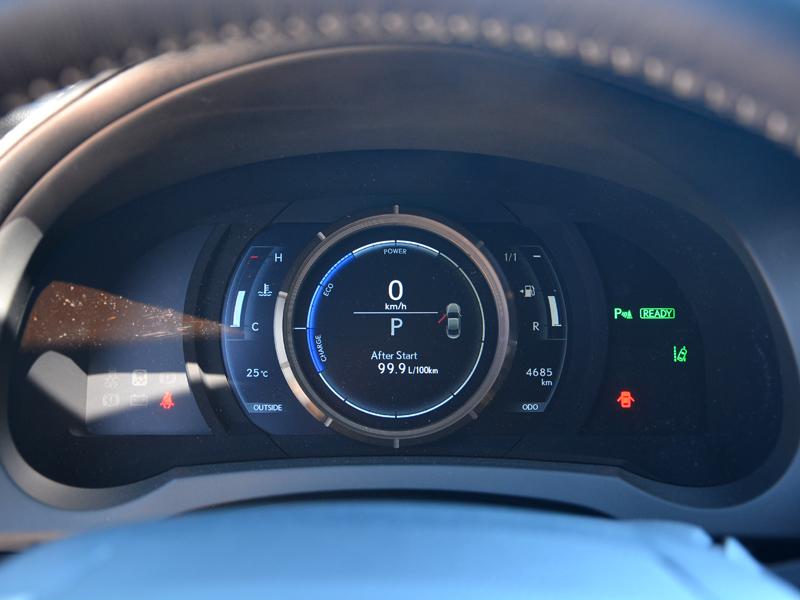 Lexus RC300h műszerfal