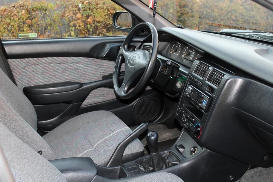 Toyota Carina E belső