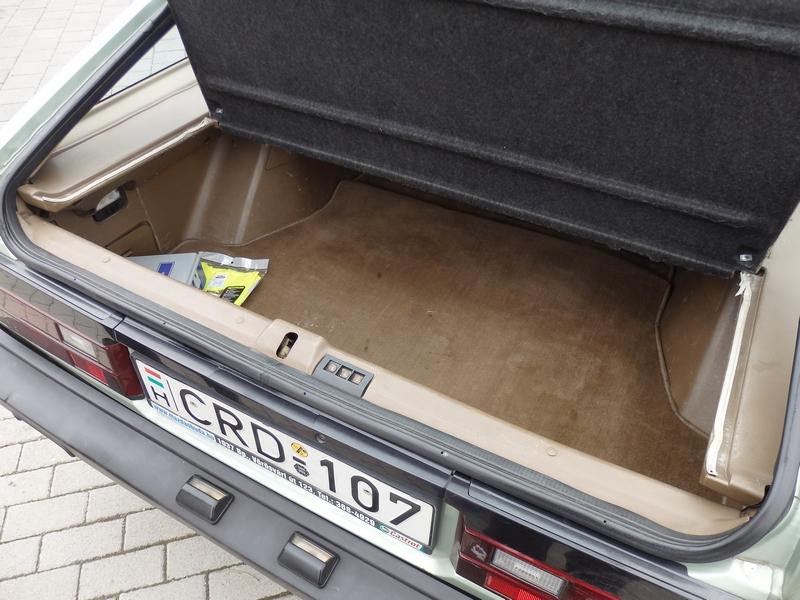Nissan Sunny csomagtartó