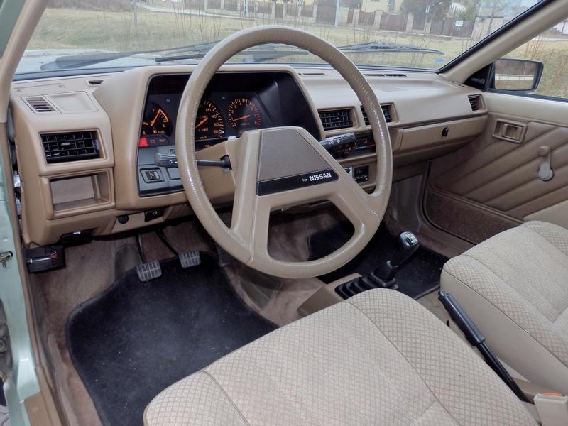 Nissan Sunny belső