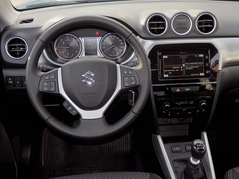Suzuki Vitara belső