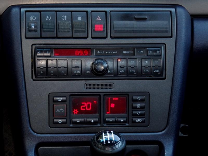 Audi A4 Quattro konzol