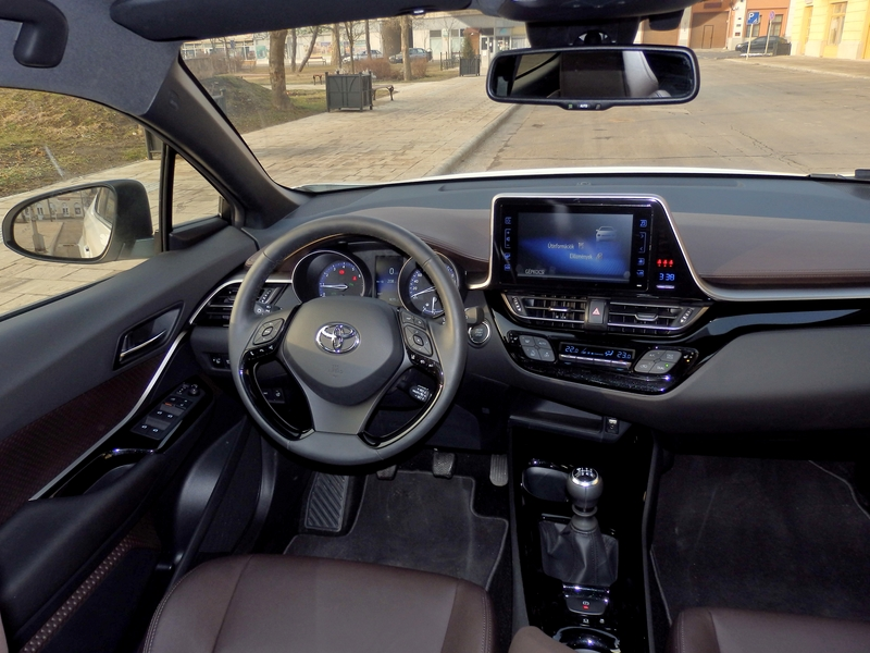 Toyota C-HR belső