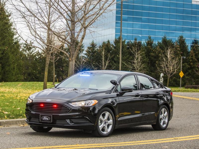 Hybrid rendőrautó