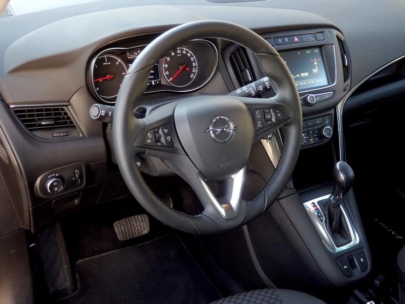 Opel Zafira belső