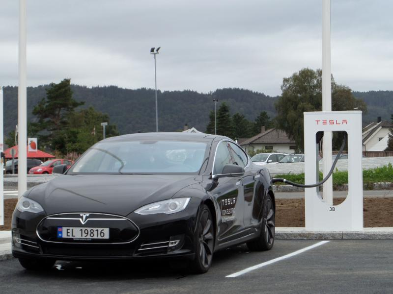 Tesla Motors Brings Revolutionary Supercharger to Europe With Launch Across Norway