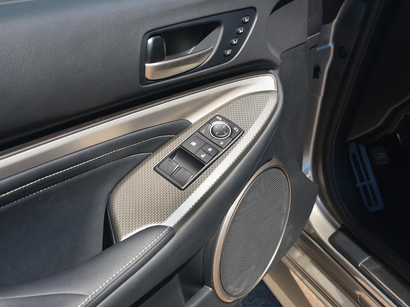 Lexus RC300h ajtó