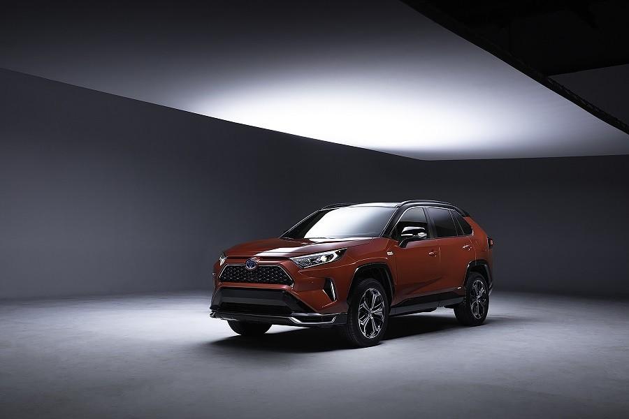Los_Angelesi_Autoszalon_Toyota_RAV4_plug_in_hibrid