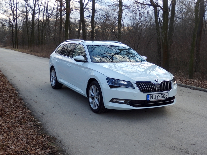 Photo of Skoda Superb Combi teszt – ő a főnök
