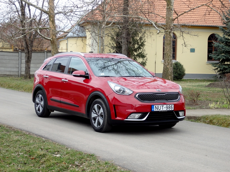 Photo of Kia Niro Hybrid teszt – bordó báró