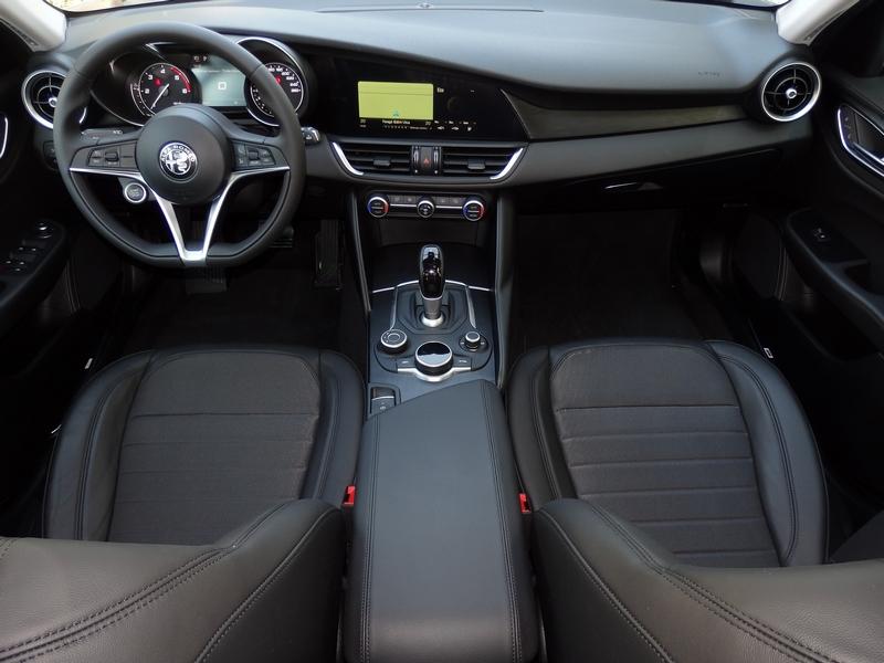 Alfa Romeo Giulia belső