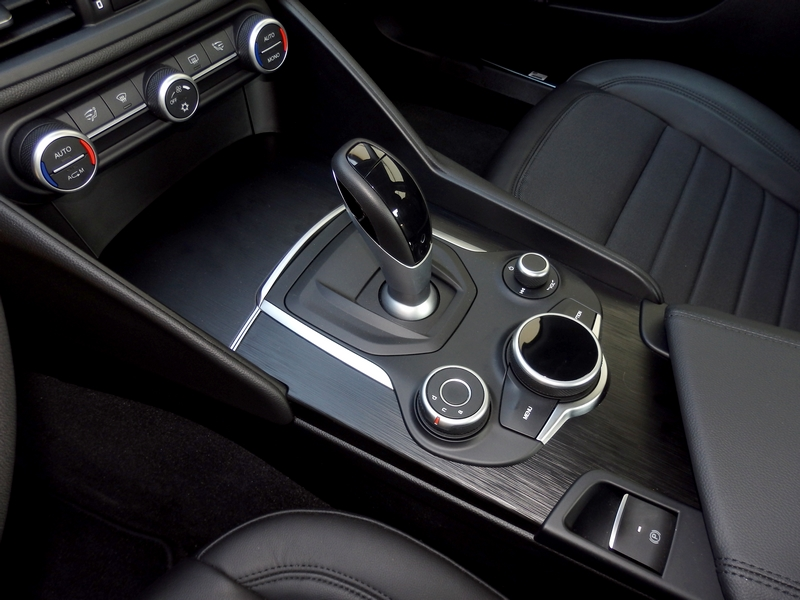 Alfa Romeo Giulia beslő