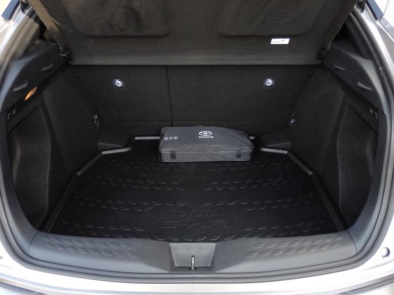 Toyota C-HR csomagtér