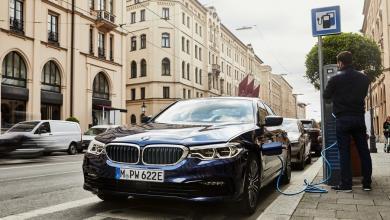 Photo of Komolyabb hatótávval érkezik a BMW 530e