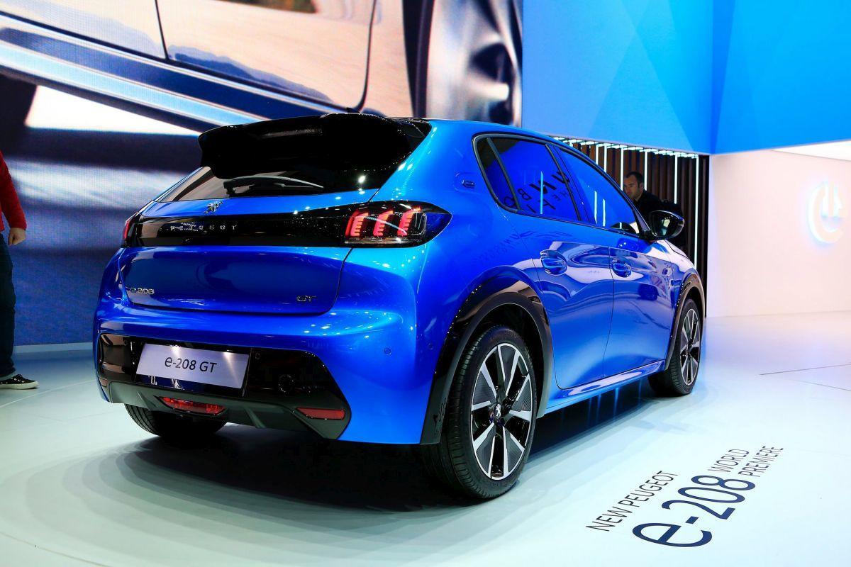 Peugeot-208-geneva_2019_2v
