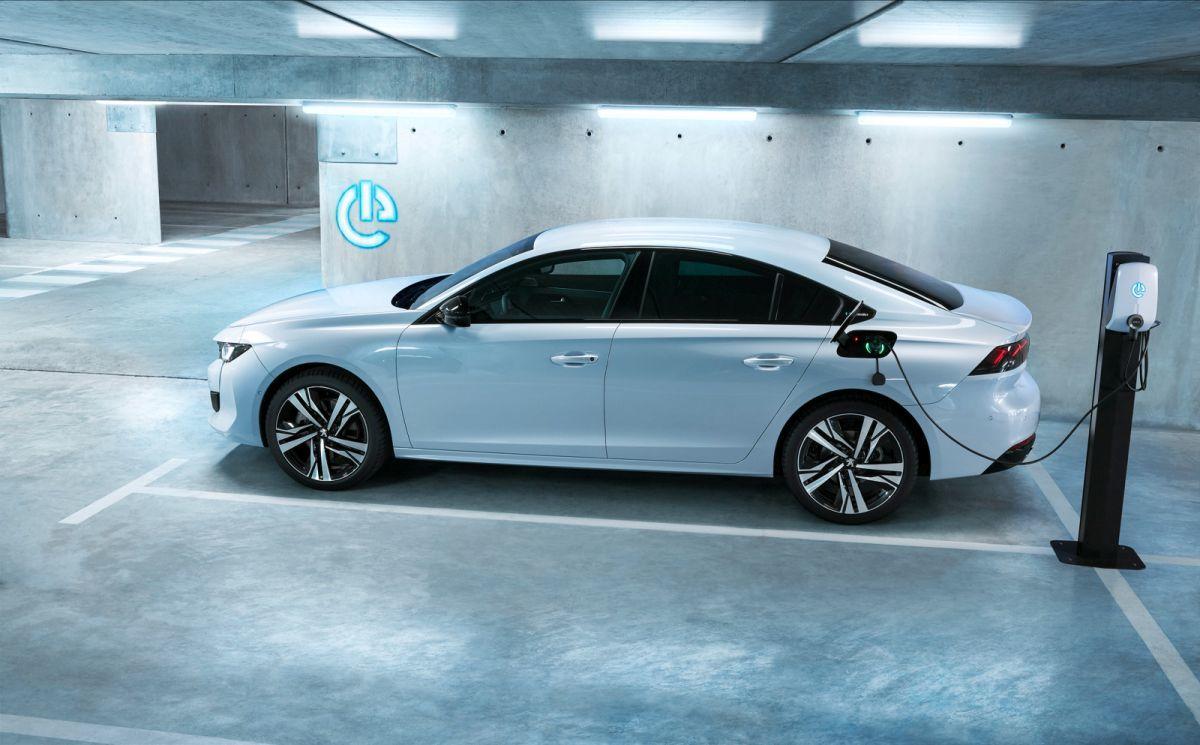 Peugeot_508_Hybrid2v