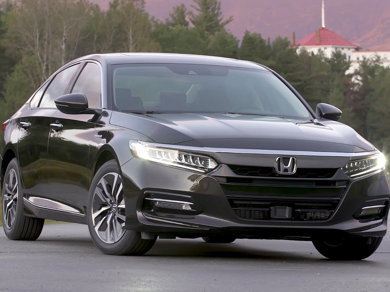 Photo of Honda Accord Touring Hybrid