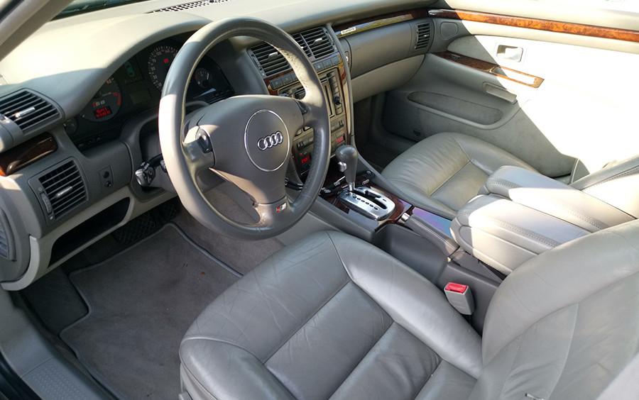 Az Audi S8 beltere