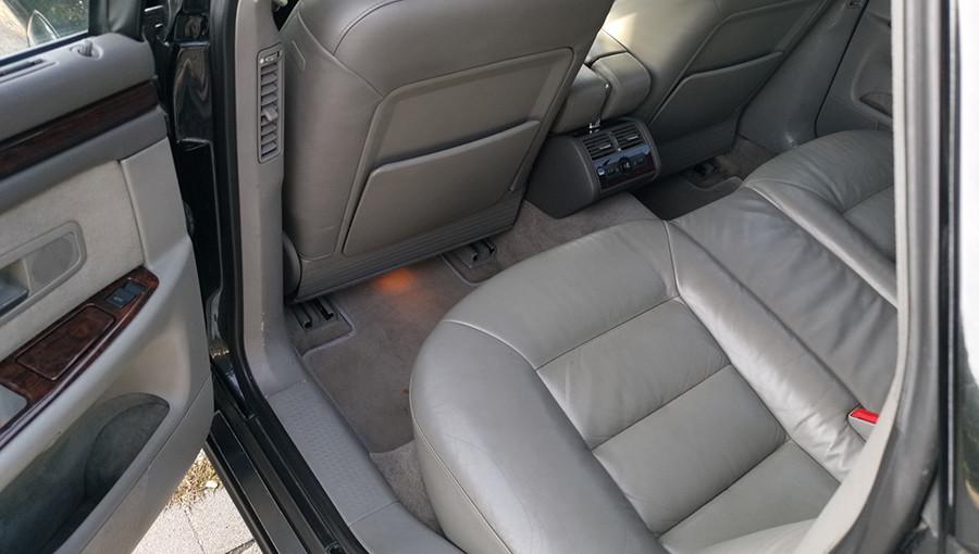 Az Audi S8 hátsó lábtere