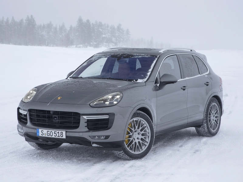 Photo of Porsche Cayenne Turbo S – vadulás a hóban