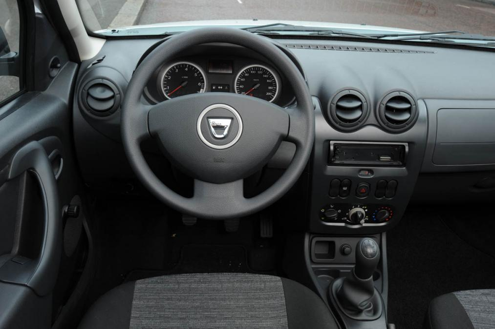 dacia_duster_dash