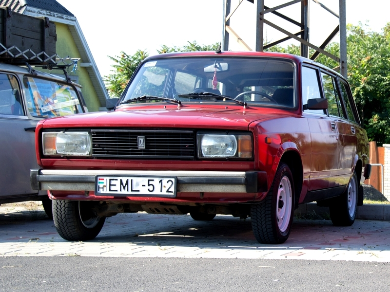 Photo of Emil, a piros mindenes – Lada 2104 teszt