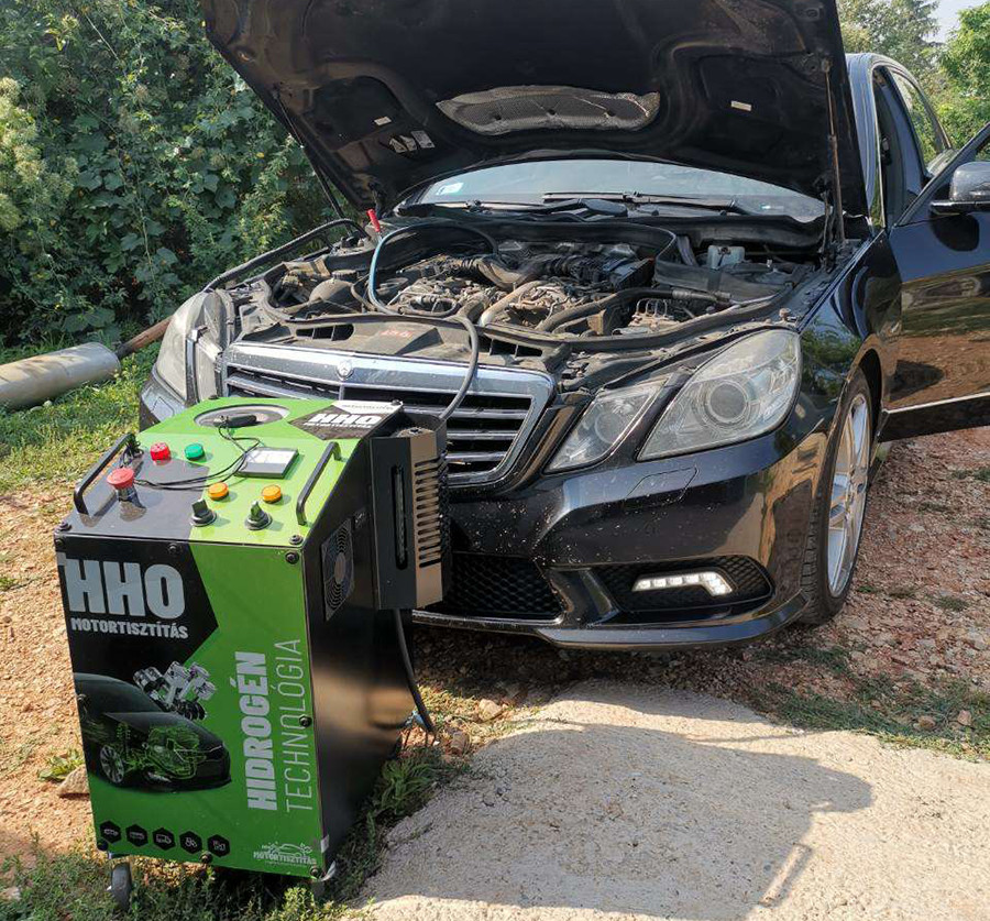 A HHO motortisztítás alkalmazása egy Mercedes W212-n