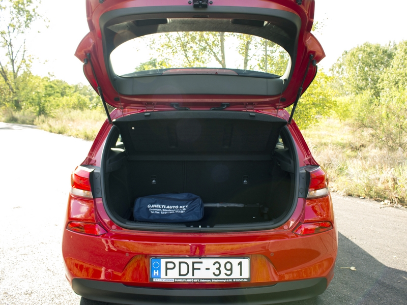 Hyundai i30 csomagtartó