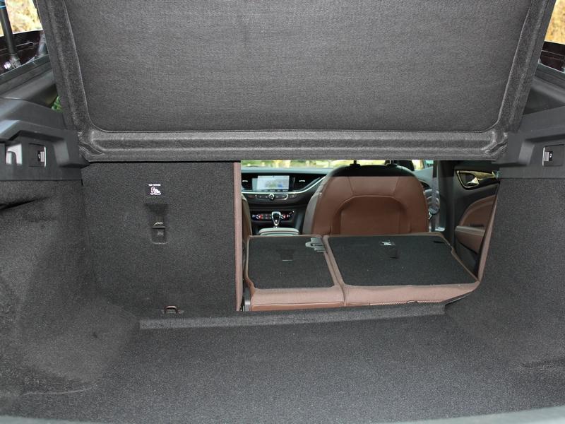 Opel Insignia csomagtér