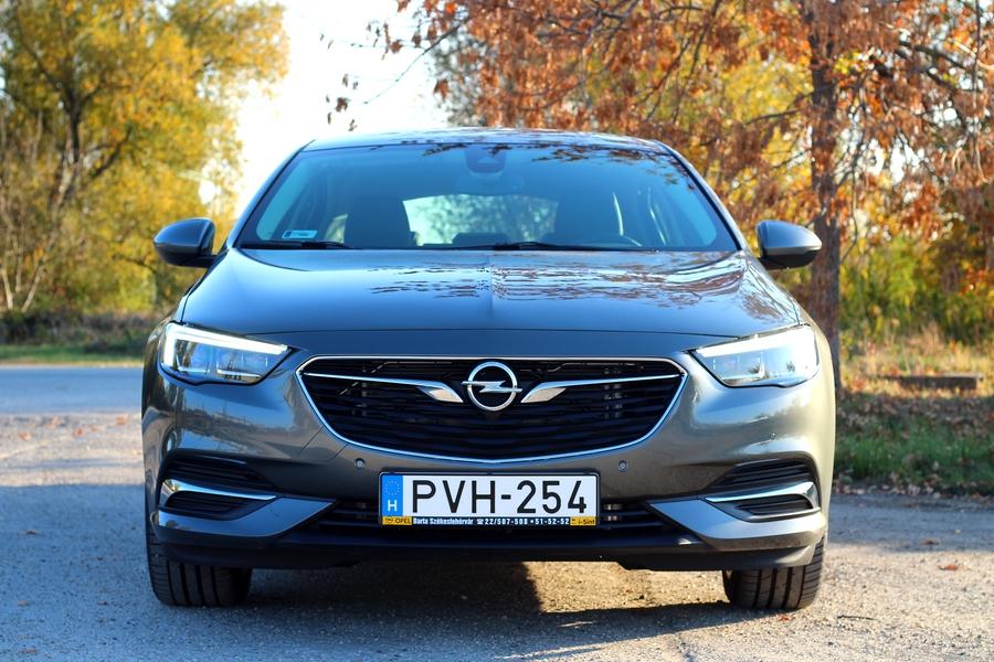 Opel Insignia Grand Sport 1.5 Turbo teszt – visszafogott óriás