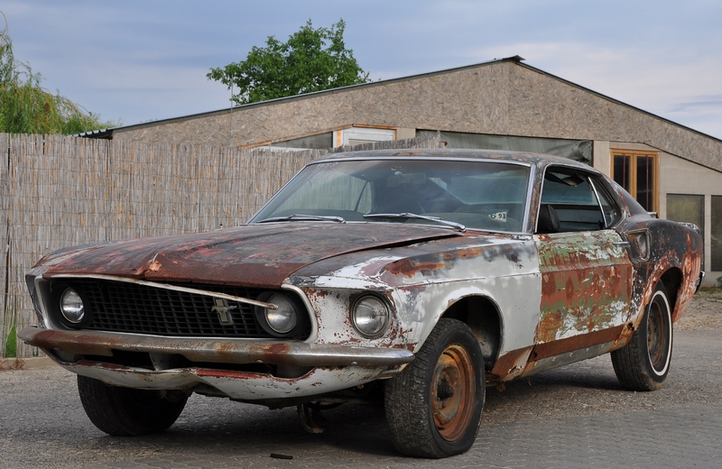 Photo of Keréknyom – autók élet és halál közt : Ford LTD – Aston Martin V8 – Ford Mustang Fastback