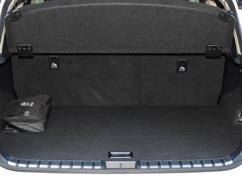 Lexus NX 300h csomagtér