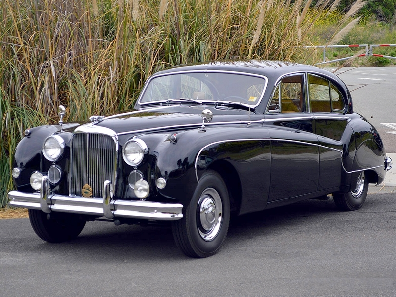 Photo of Jaguar Mark IX.