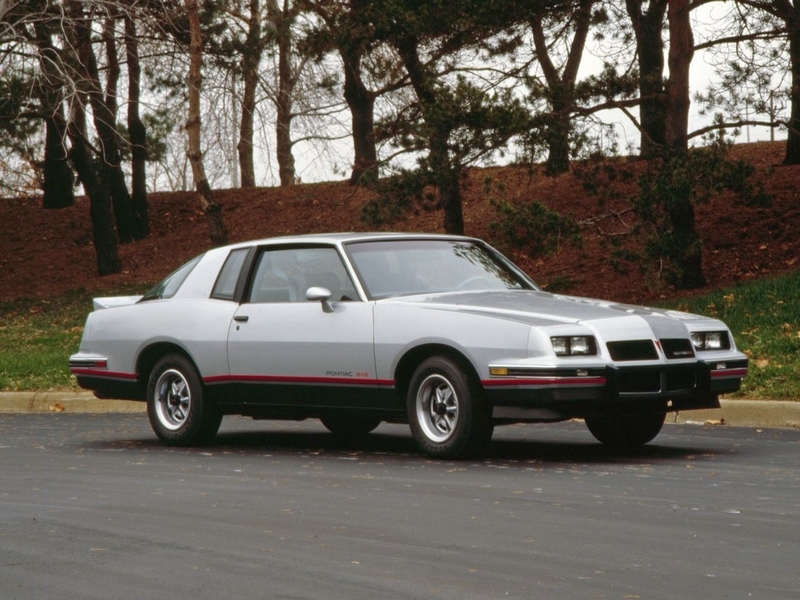 Photo of Pontiac Grand Prix 2+2