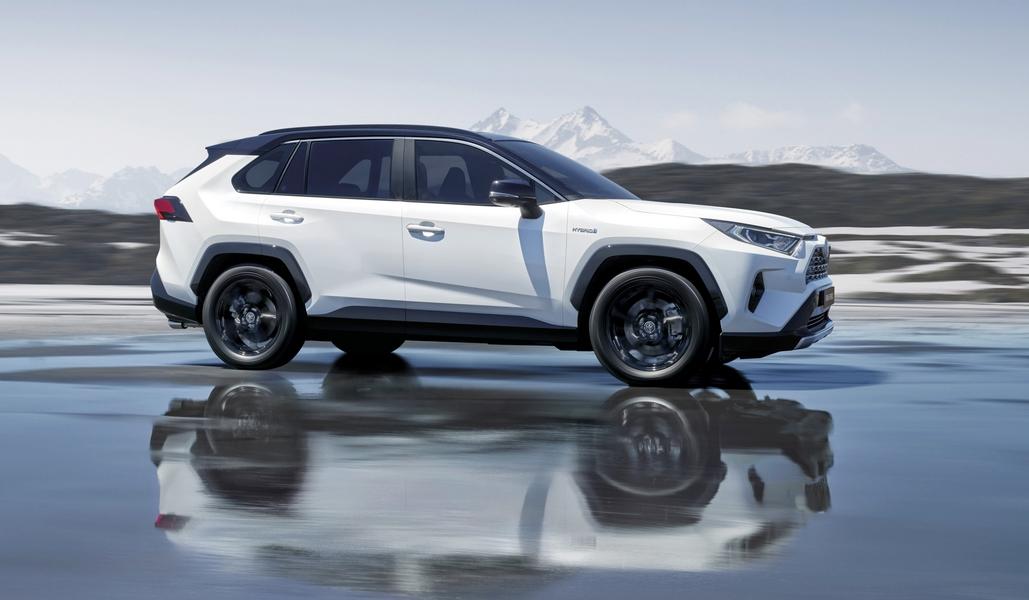 Dinamikusabb és biztonságosabb lett az új Toyota RAV4