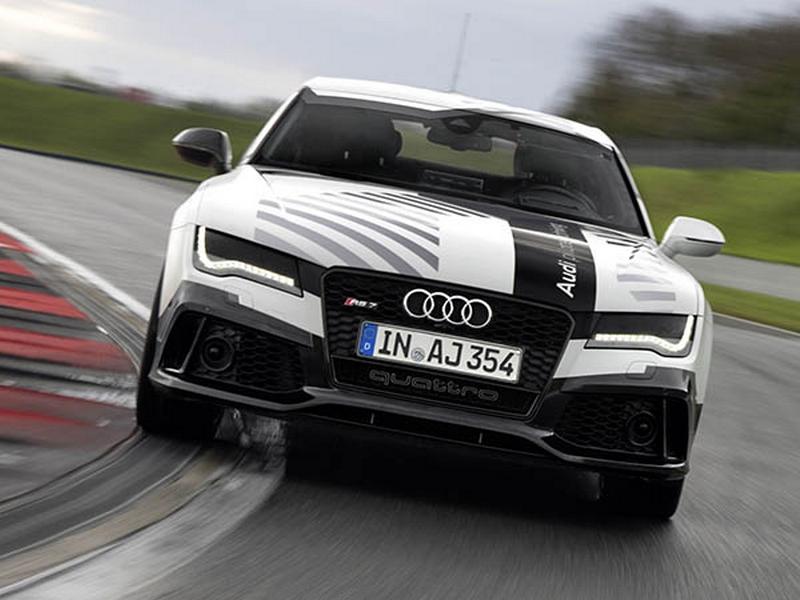 Photo of Sofőr nélkül száguldott az Audi