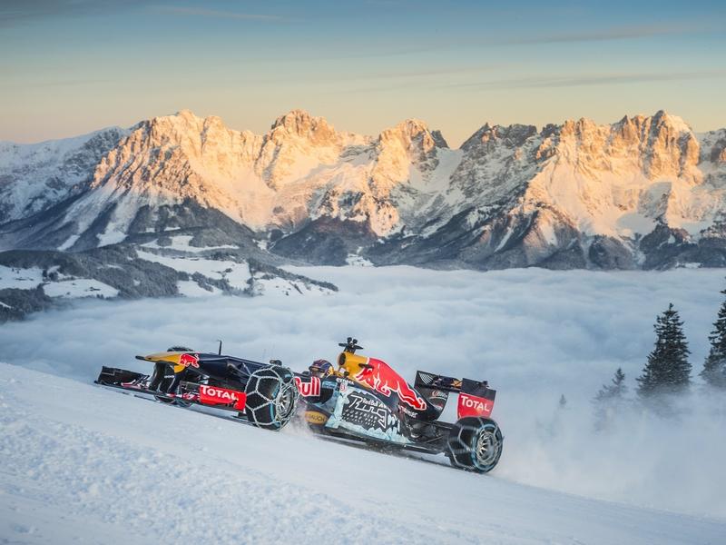 Photo of Így száguld a hóban egy F1-es autó